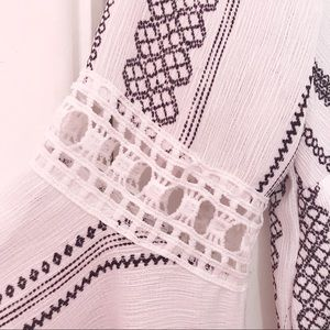 fab'rik Tops - Black & White Bell-Sleeve Top 🌬